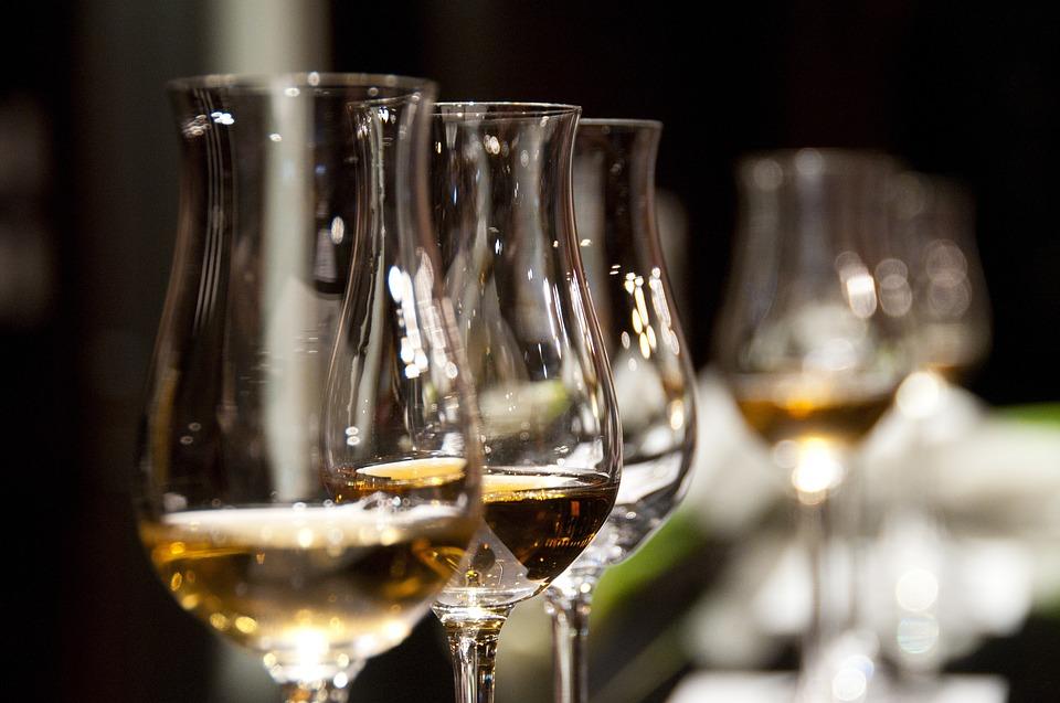 Giv whiskeysmagning som en gave